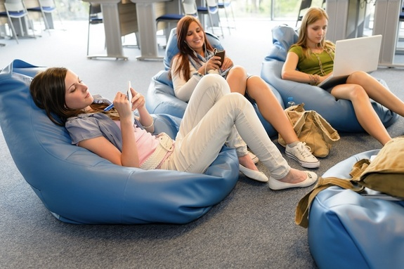 teen-girls-online-120625.jpg