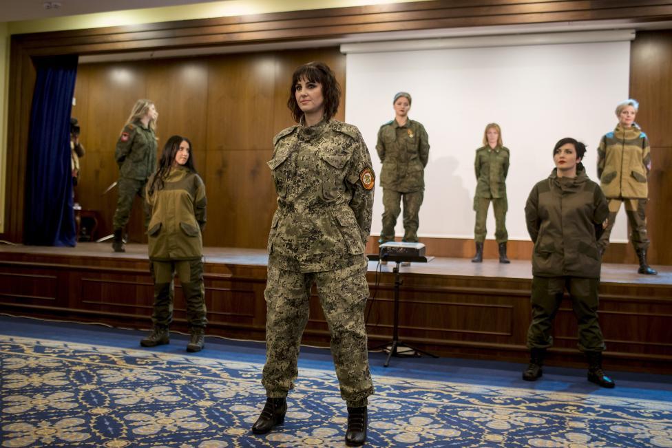 Női katonák szépségversenye a szakadár Donyecki Népköztársaságban, Ukrajna keleti részén (f.: Reuters)