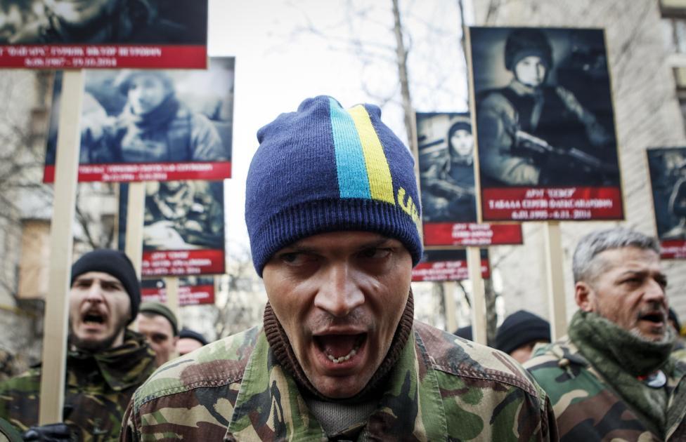 Kormányellenes szélsőjobboldali tüntetők Kijevben (f.: Reuters)
