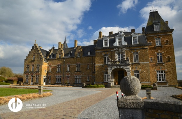 1 kis belgart kast lysz ll a jav b l visiting chateau de la poste in belgium drkuktart. Black Bedroom Furniture Sets. Home Design Ideas