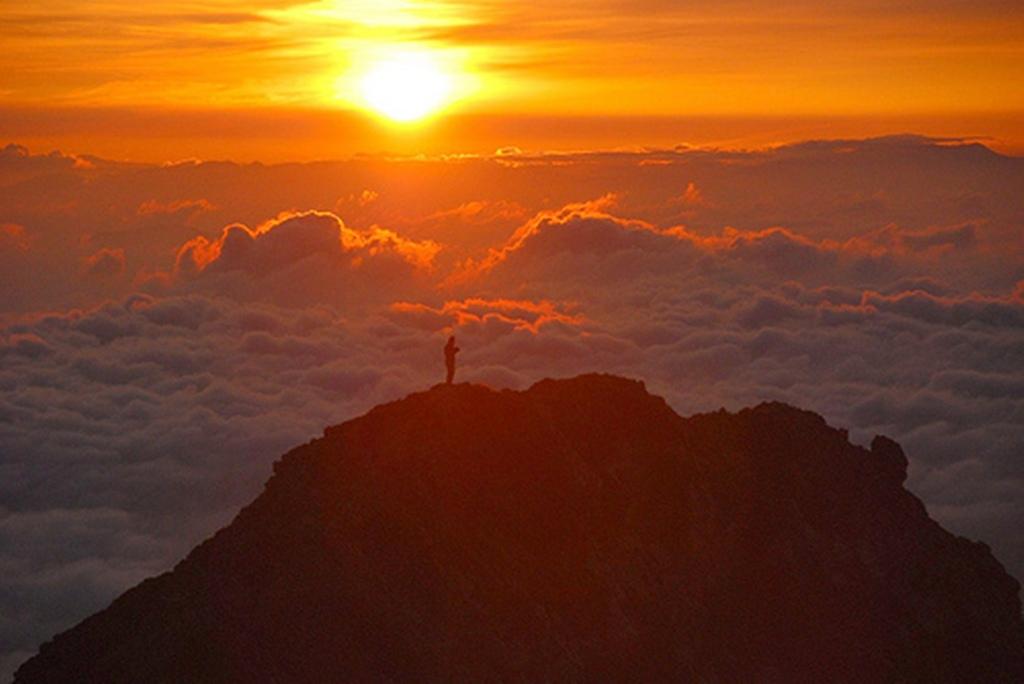 rising-sun-goryu-dake-peak201109010102083554937.jpg
