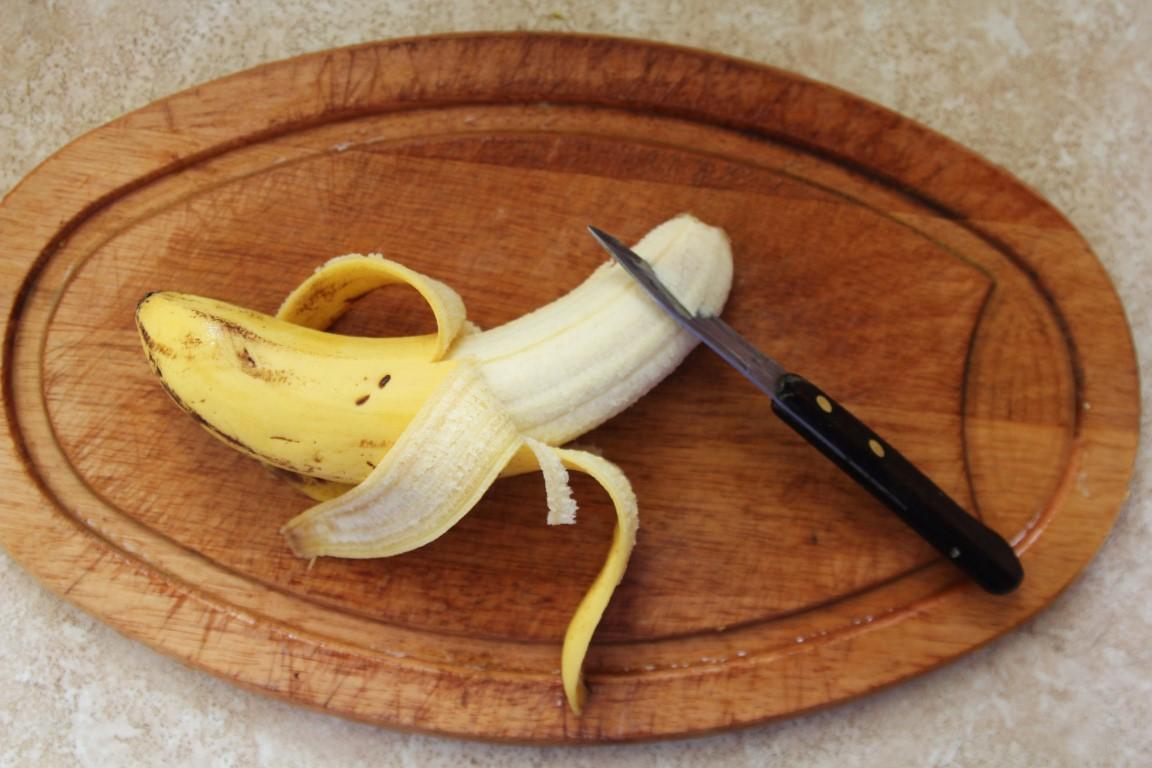 Amíg fő, felvágom a banánt. Chop-chop.