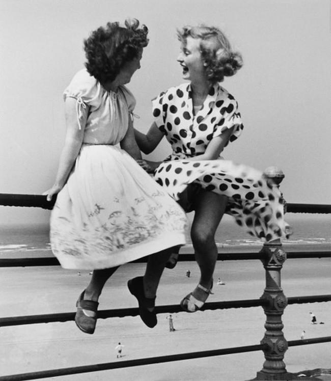 Várakozó hajadonok, 1951 (Bert Hardy)