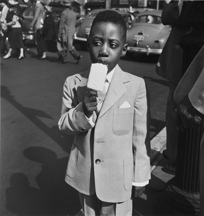 Vivian Maier, New York, 10 April, 1955.jpg