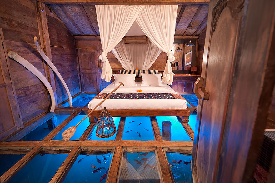 the_glass_floor_udang_house_bali.jpg
