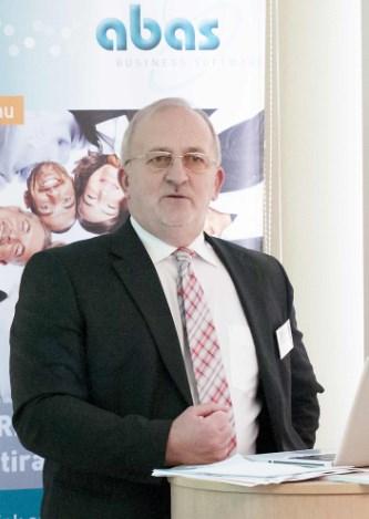Interjú rovat: Hoffer István