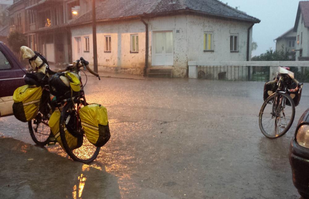 Egy-egy úton elkélnek a vízálló biciklistáskák (fotó: Edmund Luke / forrás: flickr.com/photos/eurovelo)