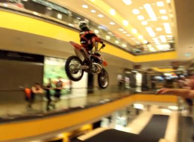 extrem_sport_blog_FMX_plaza_video_extreme_sportok.JPG