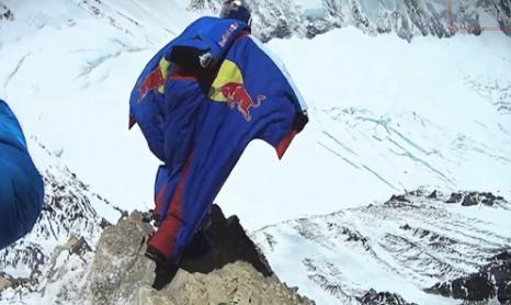 valerij_rozov_everest_wingsuit_record_extreme_sportok_blog_video_redbull.JPG