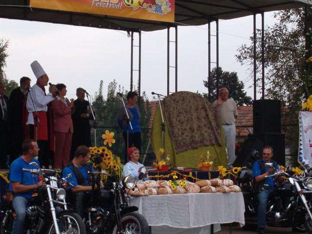 Dósa Tibor királyi főszakács köszönti a résztvevőket.JPG