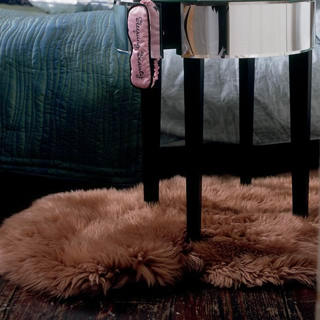 romantic-bedrooms-fur-rug-v21.jpg