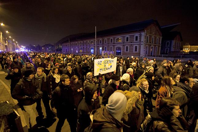 20121210-elte-ttk-hallgatoi-tiltakozas-a17.jpg