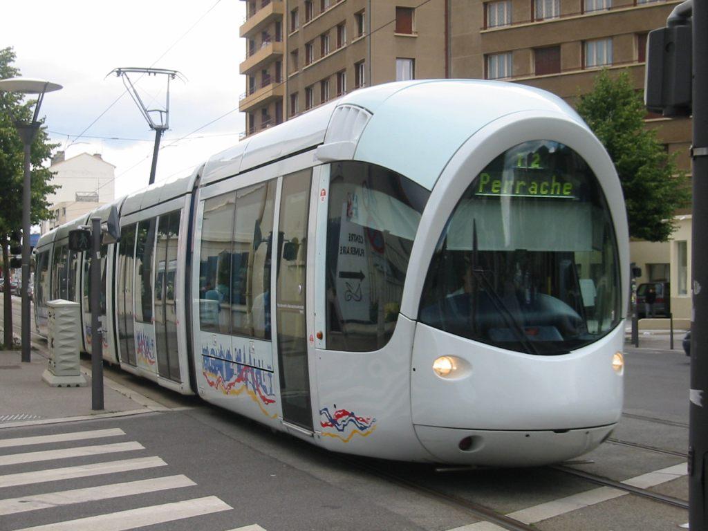 7 Alstom Citadis 302 Lyon (1).jpg