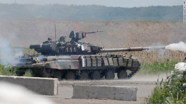 A-Ukrainian-tank-opens-fire-on-pro-Russian-separatists-during-a-clash-on-June-13-in-Slovyansk.jpg