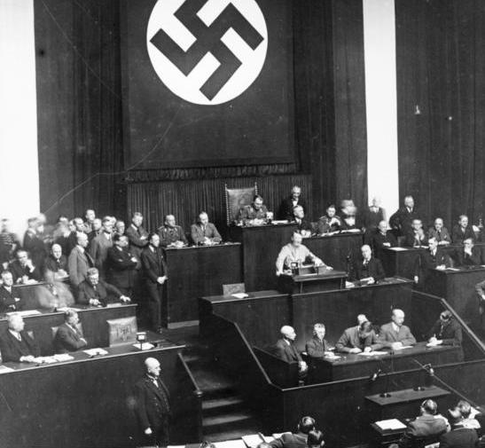 Hitler_felhatalmazasi_torveny_beszed_Kroll_operahaz.png