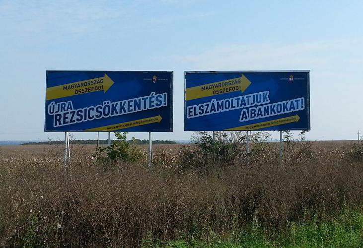 Matolcsy_Gyorgy_Matolcsy_Gyongyi_plakat_Balatonakarattya_fuggetlen_Fidesz_KDNP_polgarmesterjelolt_melletti_plakatok.jpg