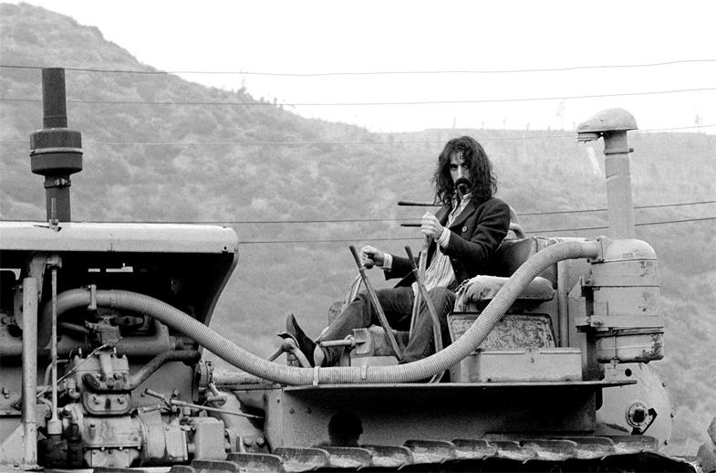 Zappa bulldoser 01.jpg