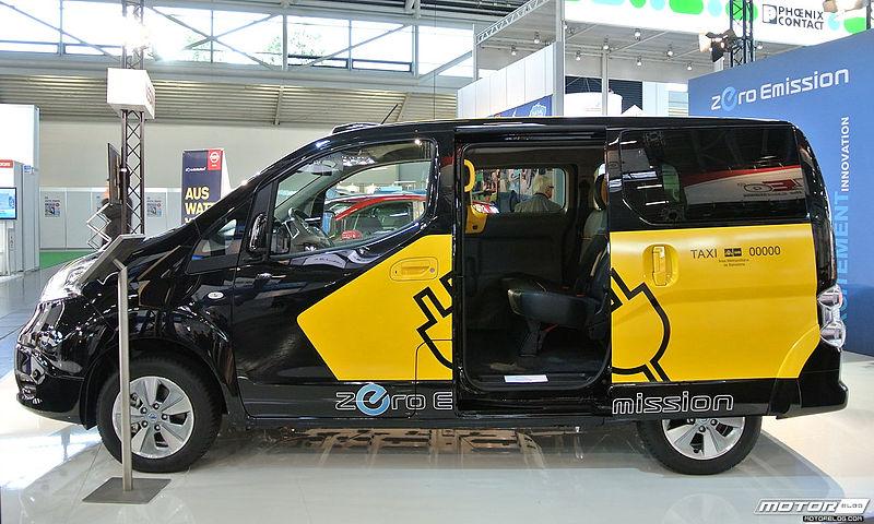 ECarTec_Munich_2013_Nissan_e-NV200_taxi_(10475107214).jpg