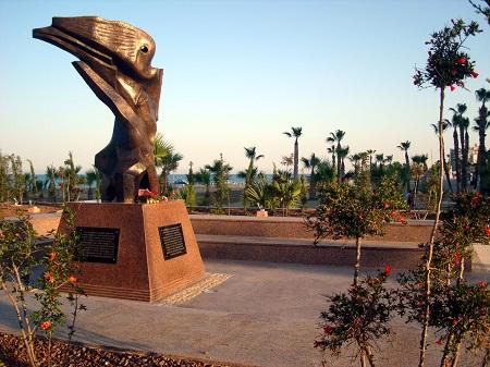 Larnaca_monument.jpg