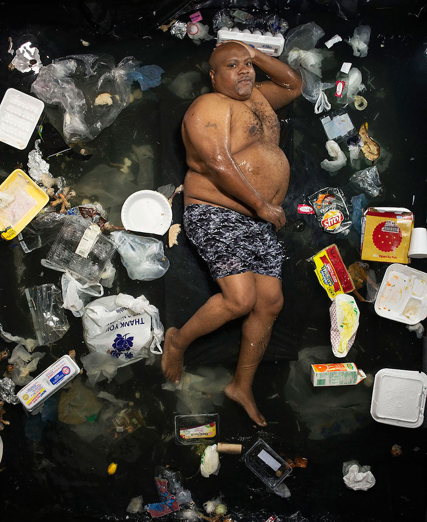 7-days-of-garbage-environmental-photography-gregg-segal-1.jpg