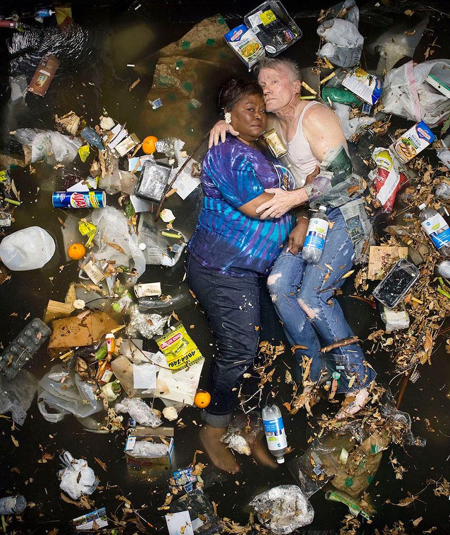 7-days-of-garbage-environmental-photography-gregg-segal-10.jpg