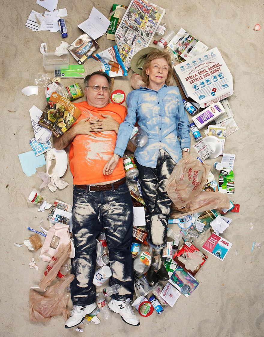 7-days-of-garbage-environmental-photography-gregg-segal-3.jpg