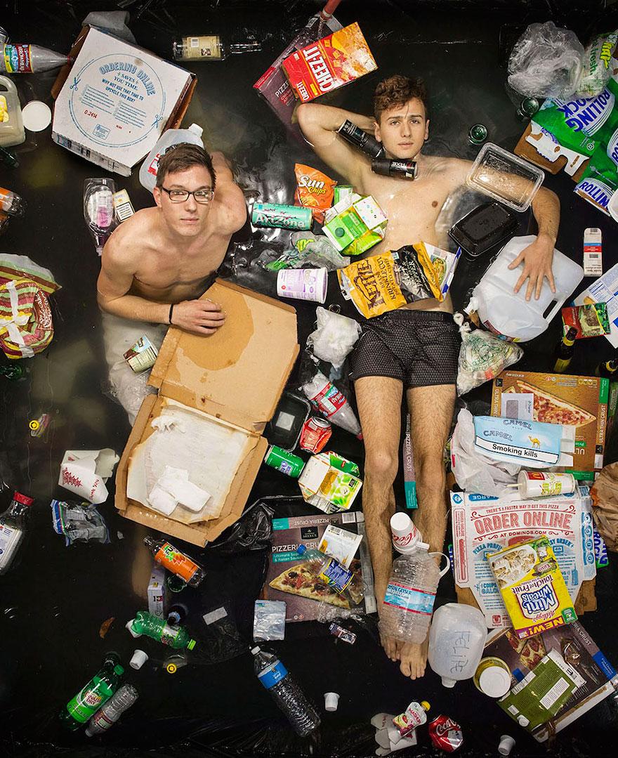 7-days-of-garbage-environmental-photography-gregg-segal-4.jpg