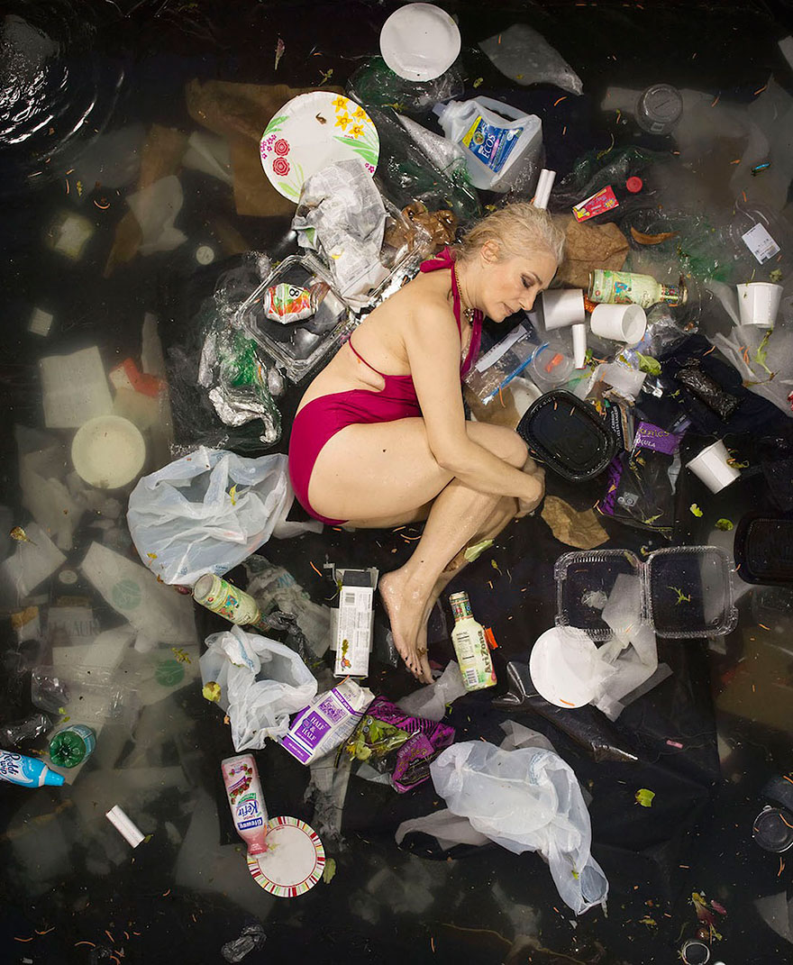 7-days-of-garbage-environmental-photography-gregg-segal-7.jpg