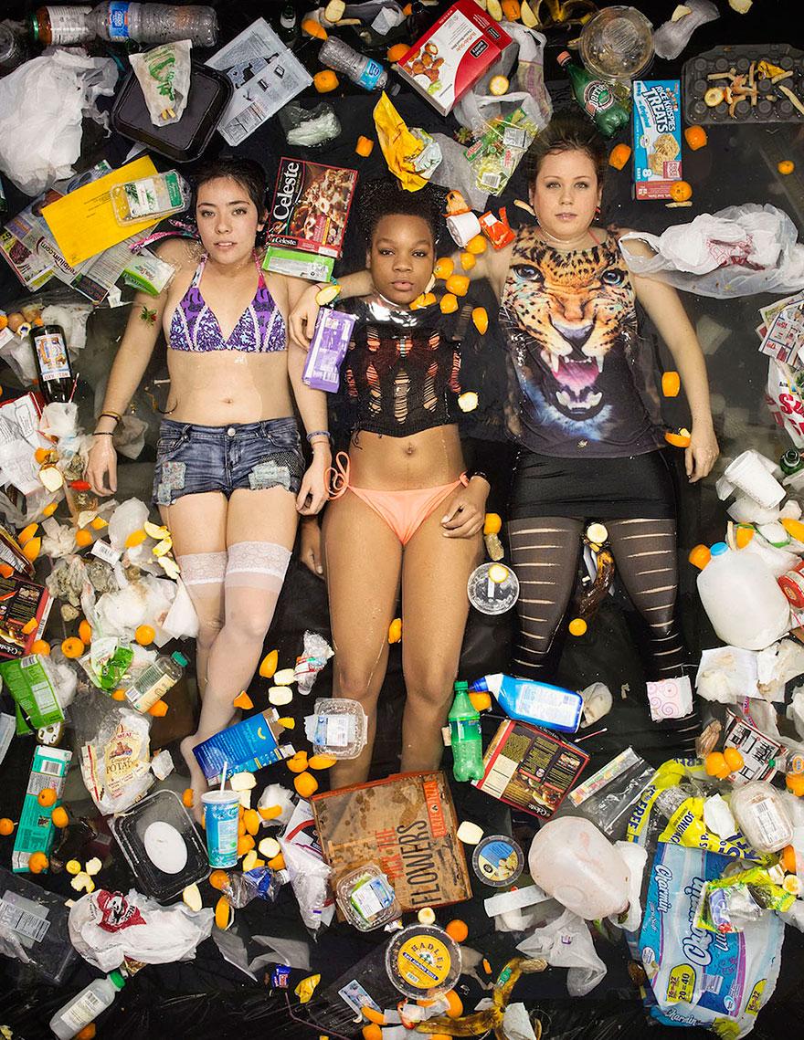 7-days-of-garbage-environmental-photography-gregg-segal-9.jpg