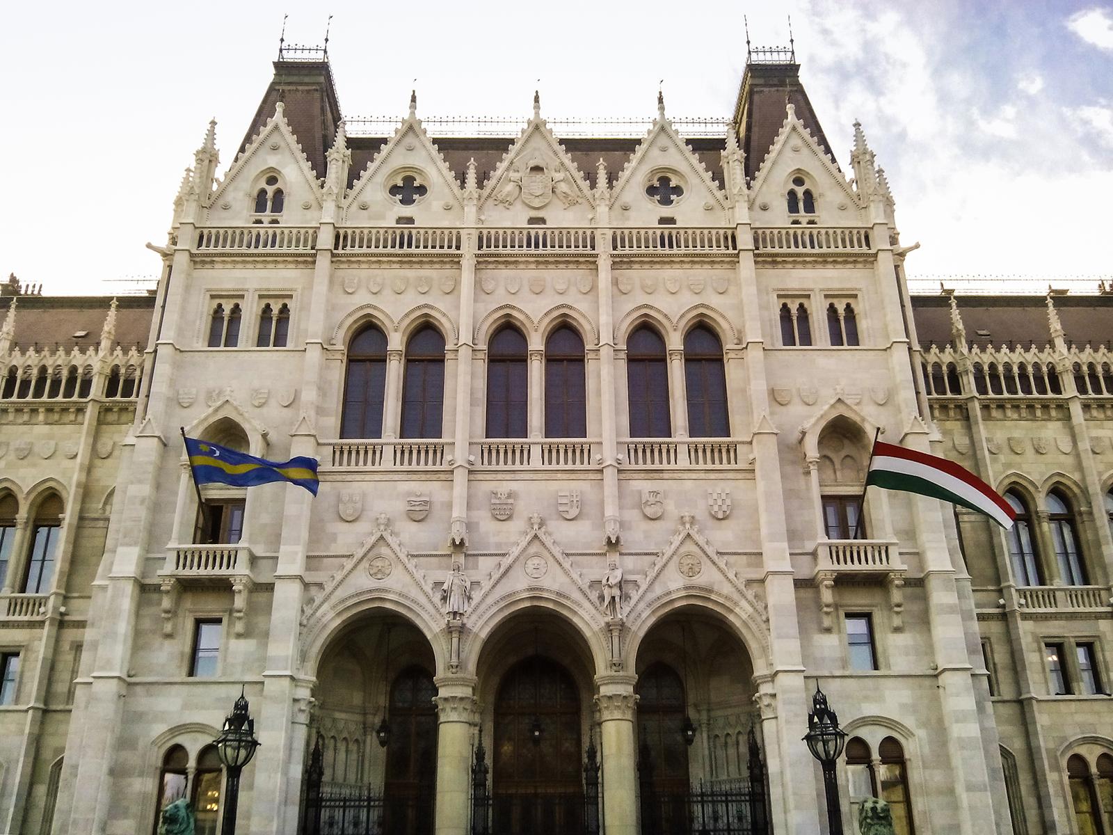parlament_pacsuta_greenrblog.jpg