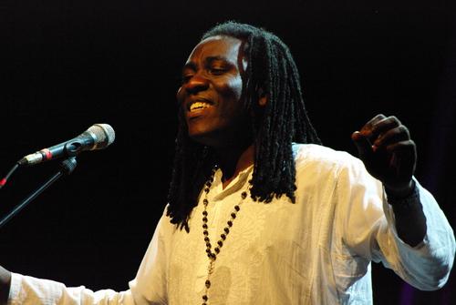 "Blog de phiou13 : groove en tous genres, ""Kalabancoro"" Richard Bona & salif keita"