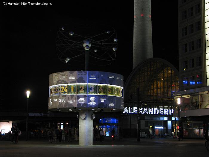 Alexanderplatz_csak_a_Weltuhr_2012.jpg
