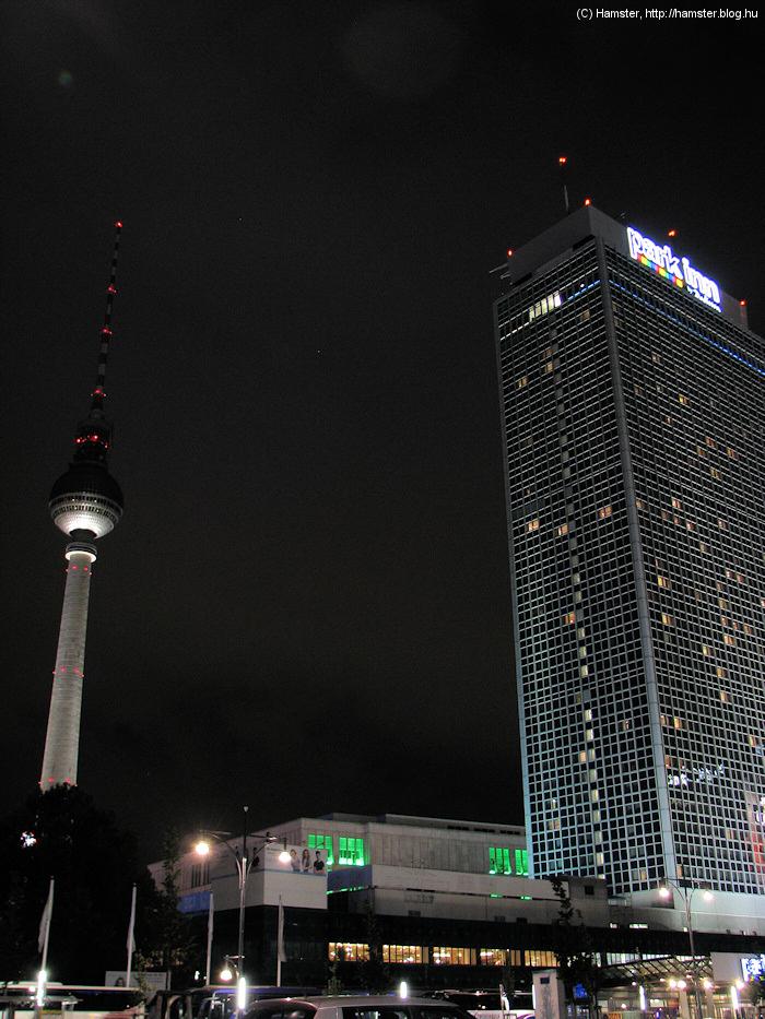 Alexanderplatz_tornyok_2012.jpg