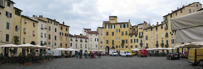 Lucca_amfiteatrum_kicsi.jpg