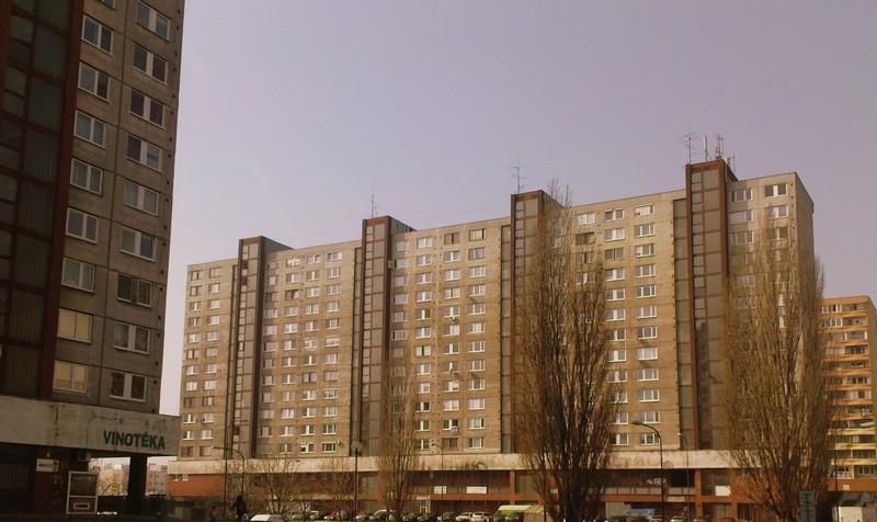 A cél egy 80as évekbeli hatású fotó volt Pertazalkarol(Ligetfalu), Pozsony legnagyobb keruleterol. 110,000 ember él itt panel lakásokban.JPG