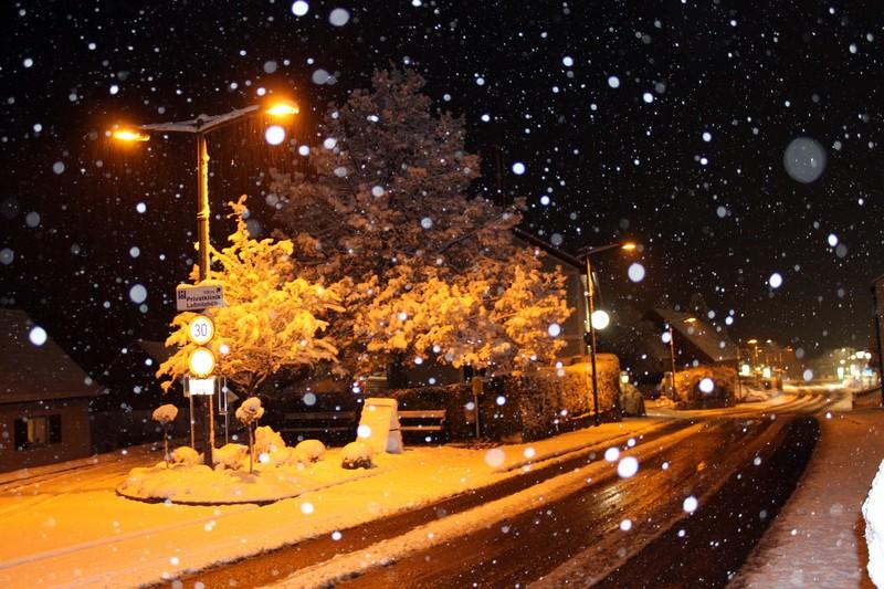 A téli utca  látképe az ablakból….jpg
