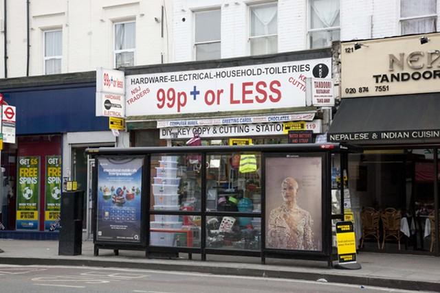 Anglia, London, egyfontos bolt.jpg