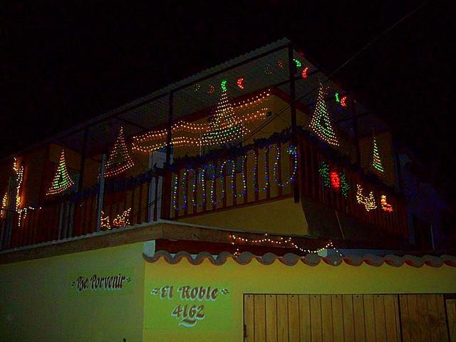 Chile 8 kivilágított ház 2.JPG