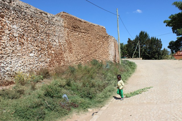E fal mögött találjuk Harar óvárosát.jpg