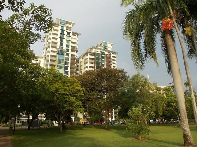 Esplanade - park a part mentén.JPG