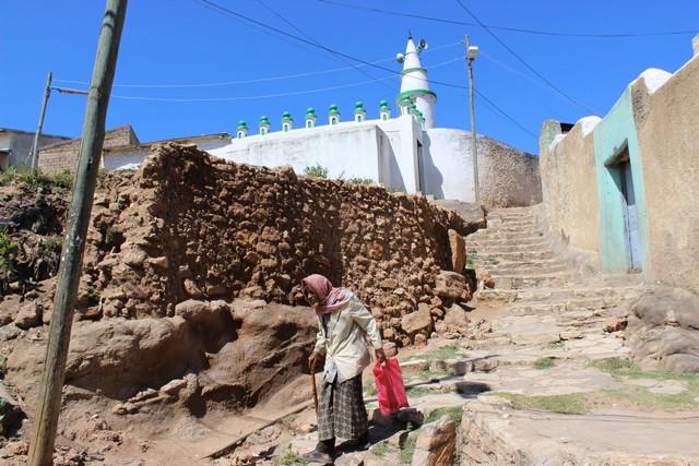 Hararban 82 mecset található(ezekből kettő a 10.századból származik) ezért sokan az iszlám egyik legfontosabb zarándokhelyének tartják.jpg