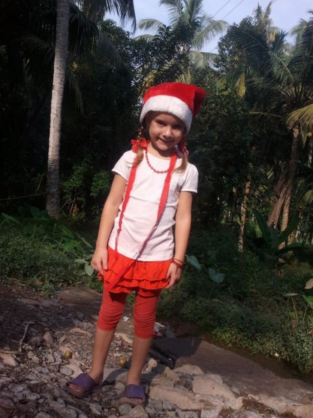 India 4 kislány.jpg