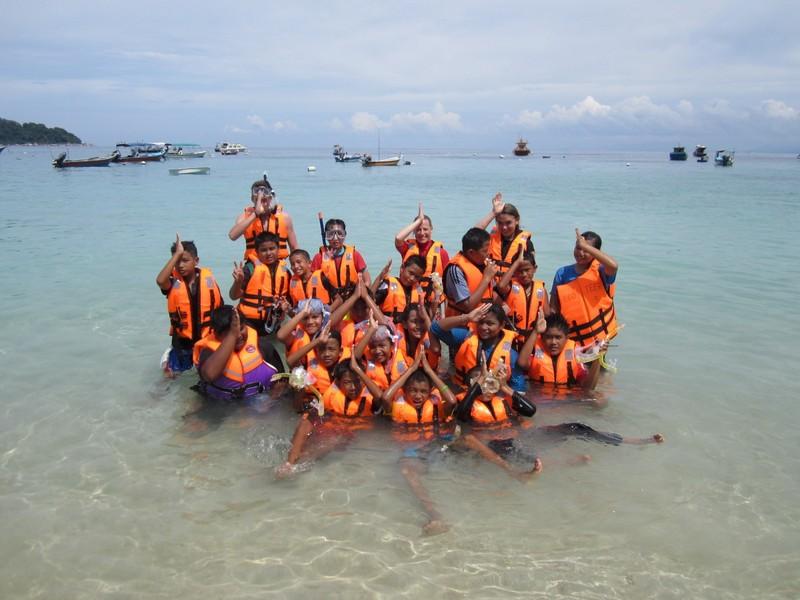 Iskolás csoporttal snorkeling oktatáson.jpg