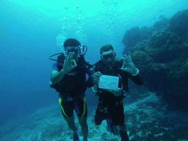 Mexikó, Cozumel, 12 meter melyen a Karib-tenger fenekerol kivanunk boldog uj evet.jpeg
