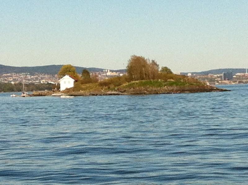 Van olyan kis sziget is ahol csak egyetlen ház van.jpg