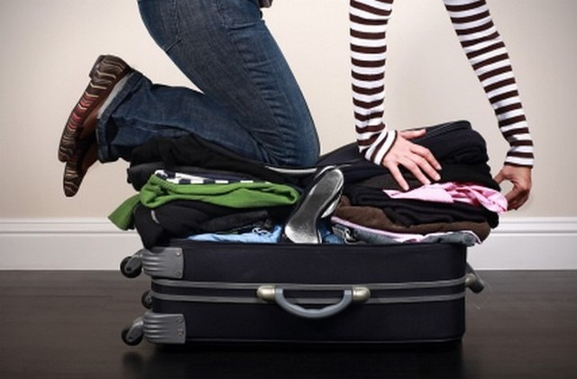 bőrönd nő térdel_3.jpg