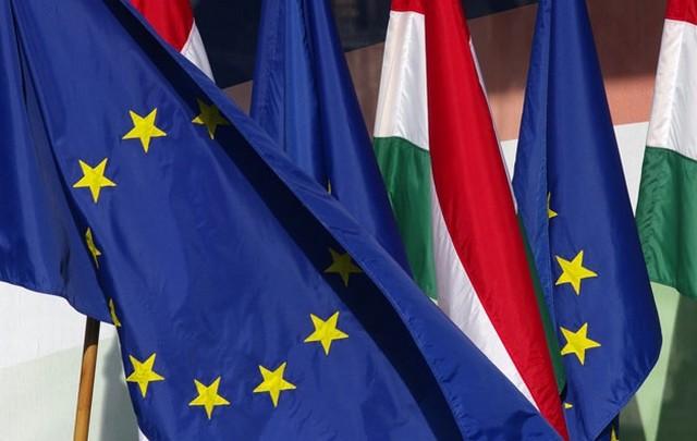 magyar és uniós zászló 3.jpg