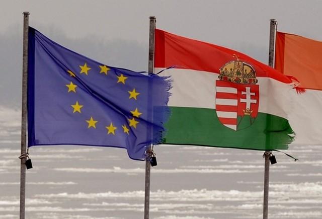 A magyar mérleg két oldala - Határátkelő fa84847269