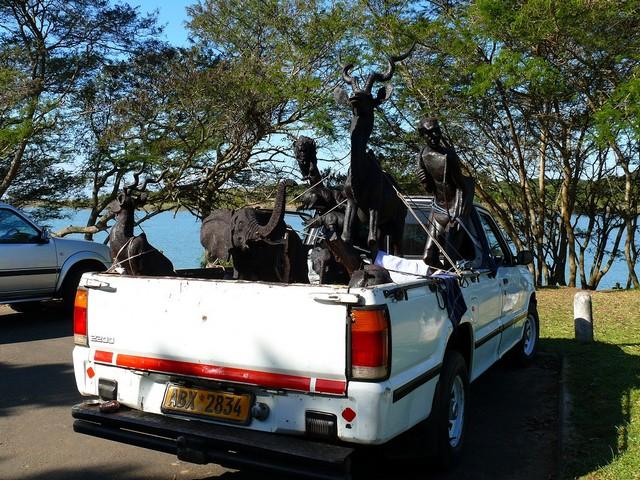 teherautó szobrokkal.jpg