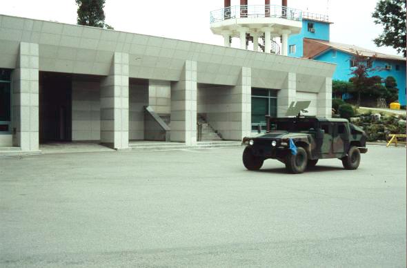 Katonai jármű.jpg